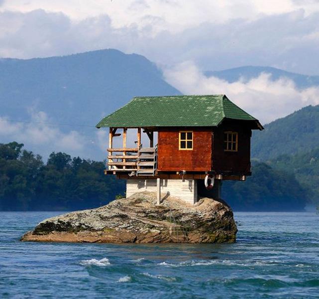 Casetta sul fiume Drina